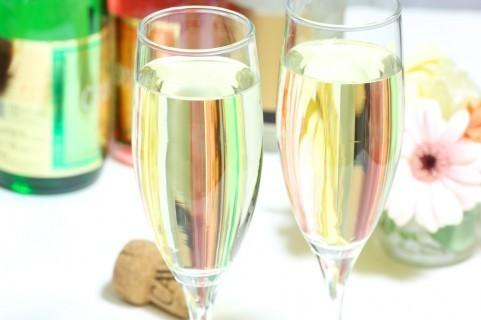 スパークリングワインの試飲バイト